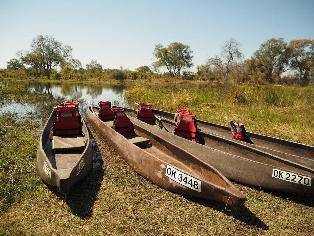 伝統的な丸木舟モコロ。ですが、現在は一本の木からのくり抜きではなく、グラスファイバー製です。