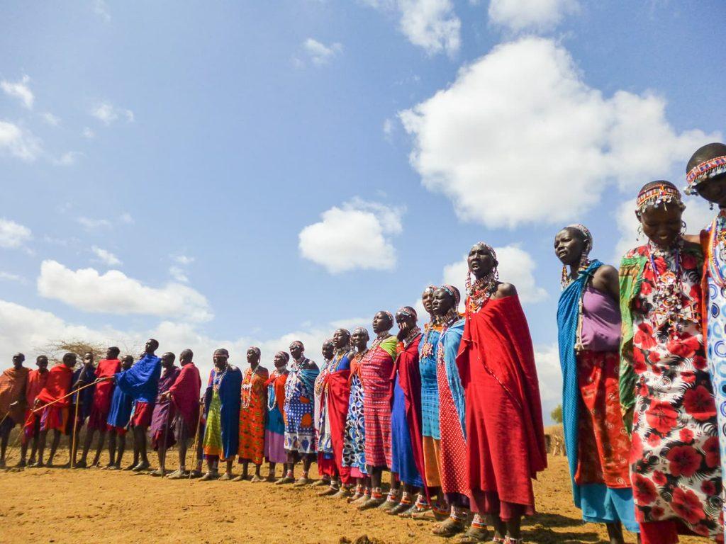 サファリの合間には、マサイ村へ行くこともできます。