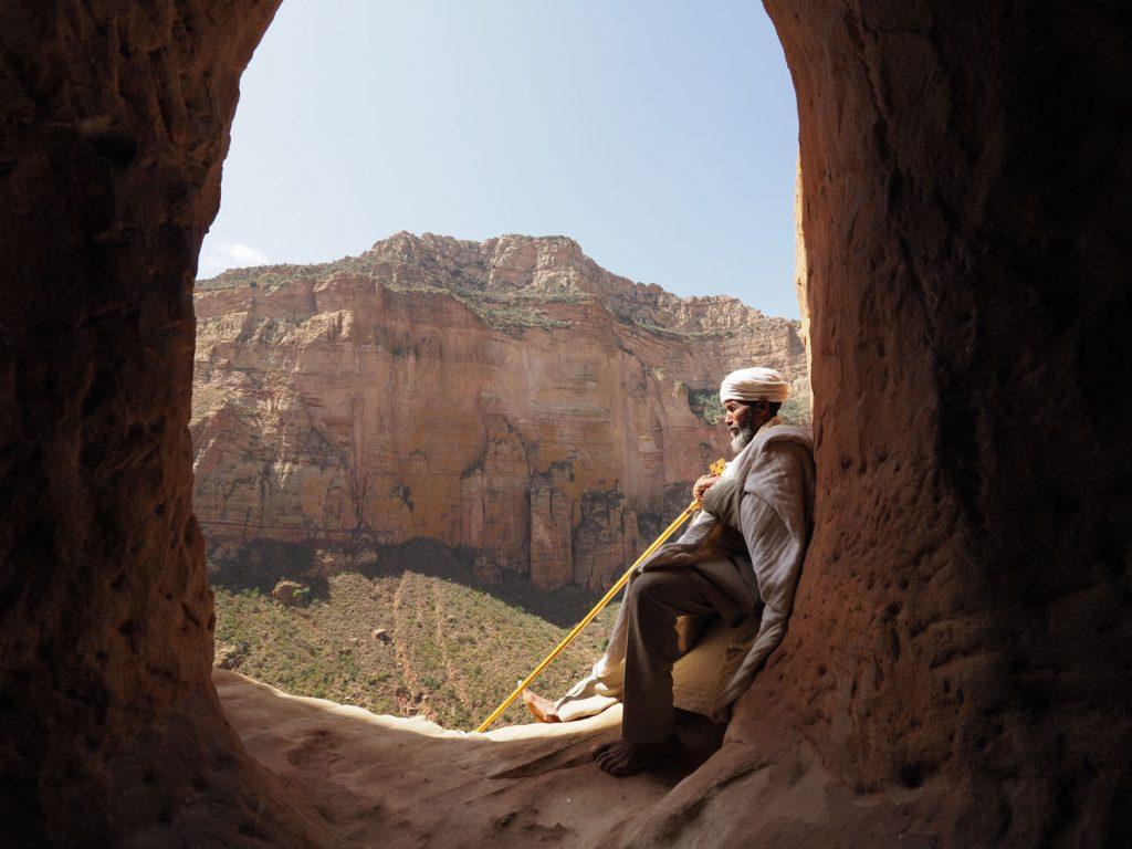 時たま里に下りるものの、修道士は多くの時間をここで祈りに費やします
