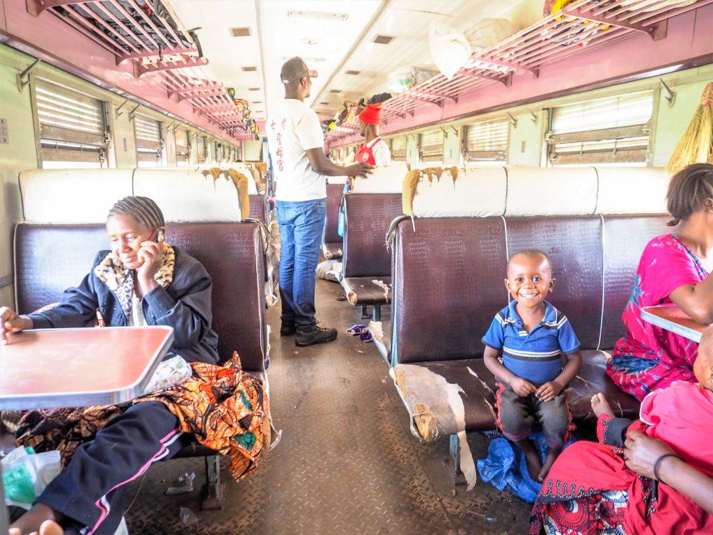 旅の思い出に残っているのは、列車の中での他の乗客との語らいの時間。あまり観光客扱いされないのも心地良かったです。