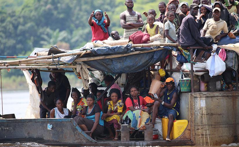 密林の大河 コンゴ川の舟旅 24日間