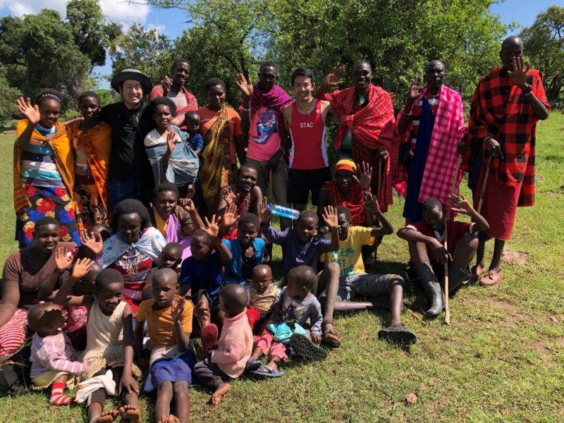 最後は村全員が集まってくれて記念撮影。最高のおもてなしで非常に快適に過ごすことができました。 ありがとう!マサイの戦士たち!