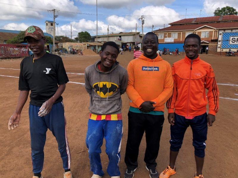 突然サッカー場が!そこで子供たちにサッカーを教えているコーチ達。みんなすごい楽しそうにサッカーをしていました。パス回しに混ぜてもらいましたがここでもスポーツの役割の重要性を再認識しました。