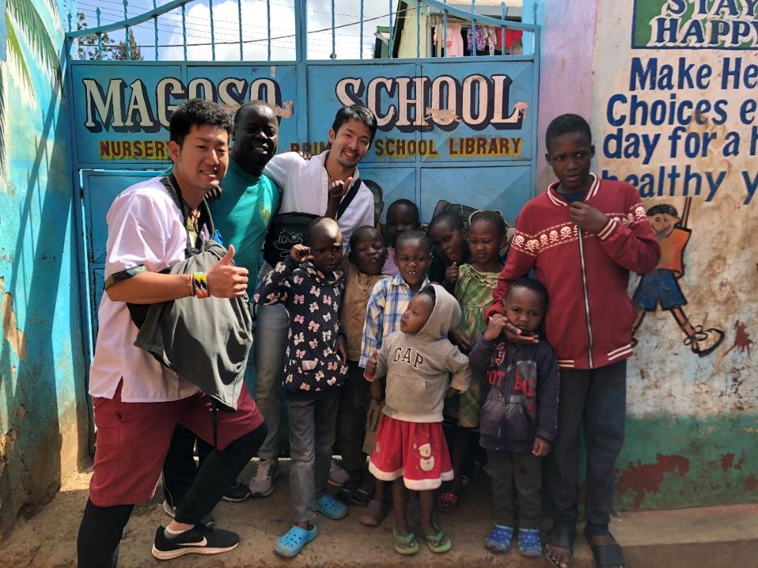 マゴソスクールに到着!みんなで出迎えてくれました!