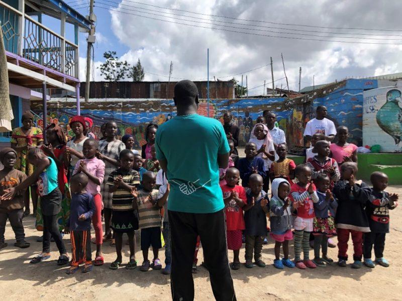 マゴソの子供達が歌やダンスでもてなしてくれます。みんな少しシャイだけど人懐っこくてかわいいです。