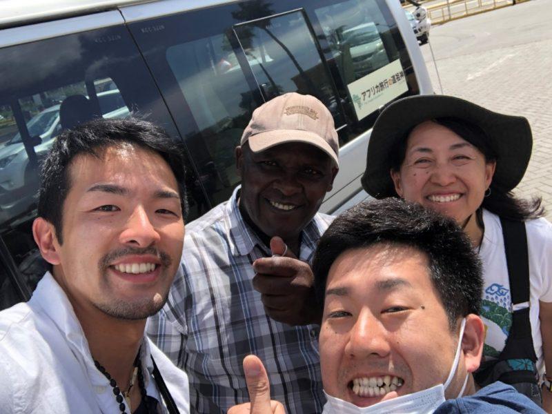 この旅最後。ガイドの早川さん、運転手のカリユキさん。最高の旅をありがとうございました!絶対にまた来ます!!