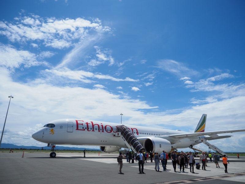 まずは日本からの長距離フライト。エチオピア航空にて、タンザニア北部のキリマンジャロ空港に到着!