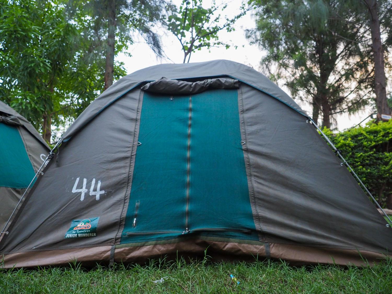 大きなキャンバス地のテントです。中は、大人の男性が経っても十分に余裕のある高さがあります。