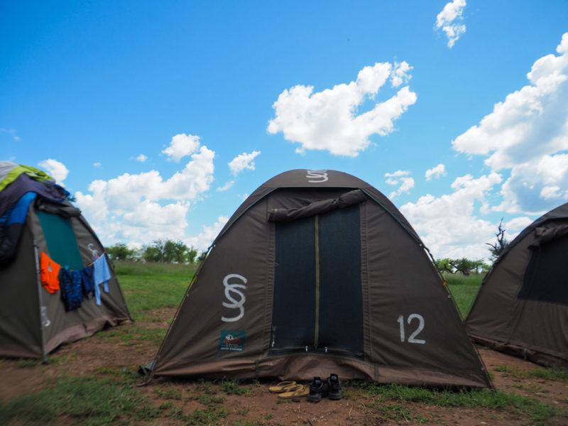 晴れた日の午後は、テントにこもって昼寝するのもオツなもんです。