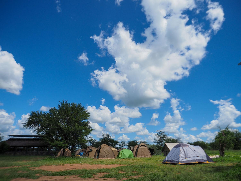 キャンピングの風景。空と大地とテントと…。