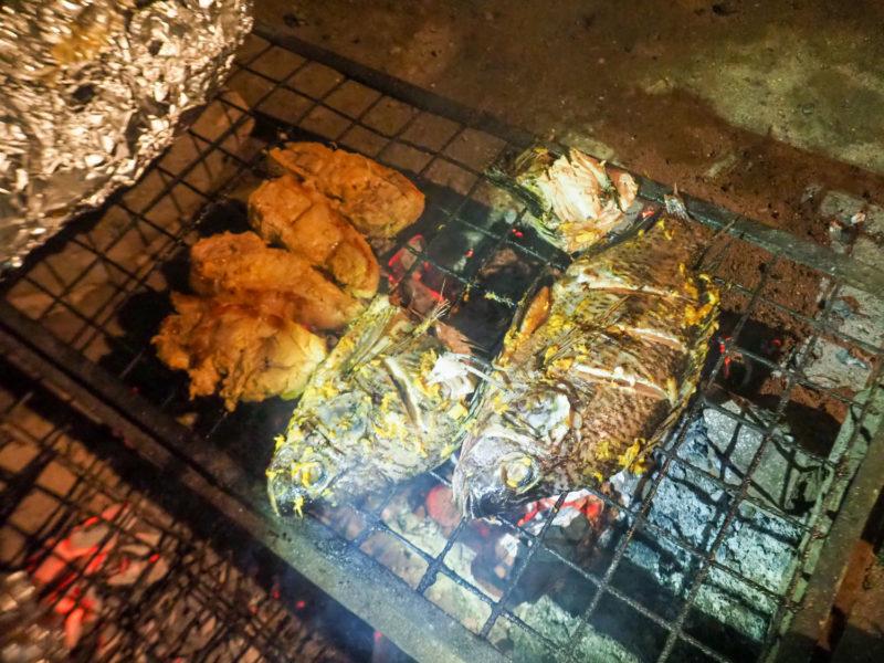 なんとコックさんが魚も焼いてくれました。ティラピアの炭火焼き