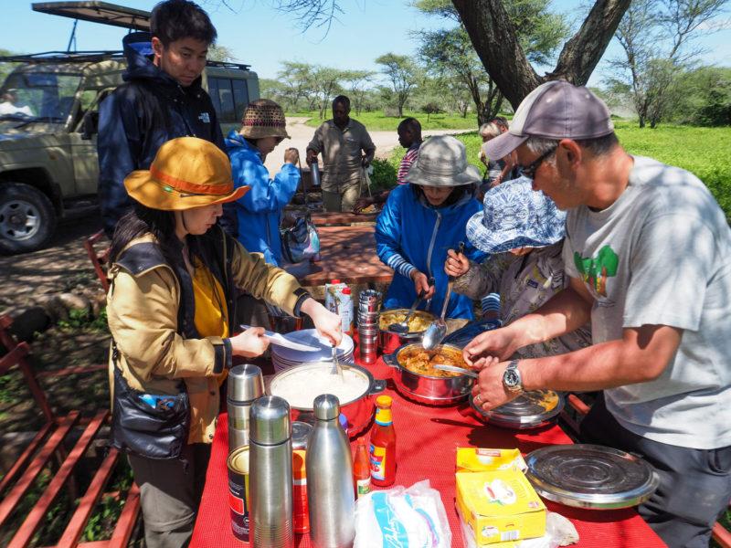 ンドゥトゥで大満足のサファリ中もやっぱり道中の食事が楽しみです。