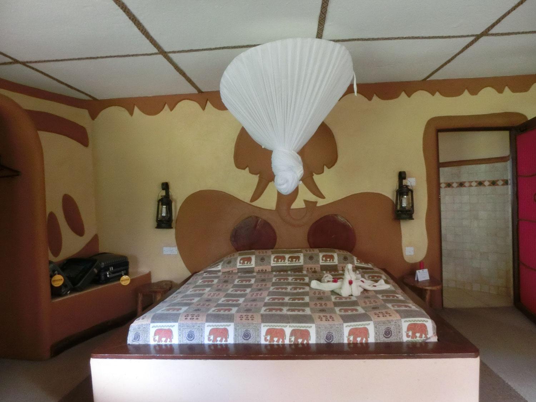 アンボセリではロッジに宿泊。蚊が多いのか蚊帳が用意されてました。アフリカっぽい感じを楽しめました。