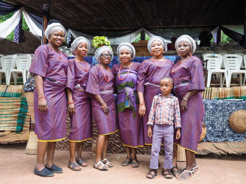 祭りの神聖さもさることながら、着飾ってお洒落をして集まった人々のファッションチェックも楽しみです。