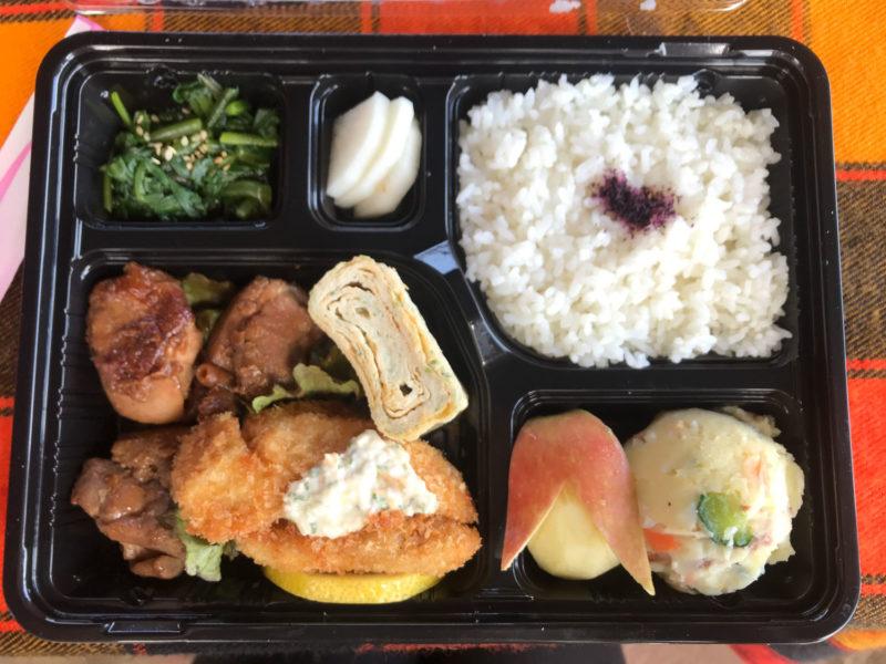 ナイロビにある日本食レストランの陣屋さんのお弁当。