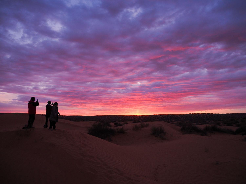 砂漠の最後の夜の夕焼け。