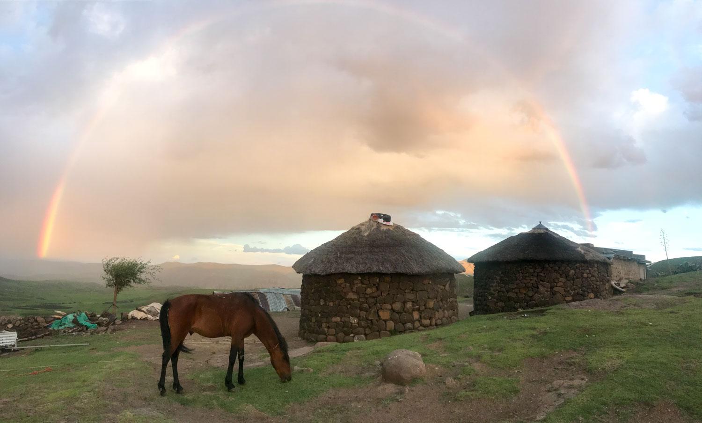 村についたら夕立が。でも大自然からこんなご褒美も。