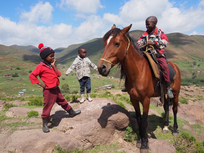 彼らの馬の乗りこなしは抜群。