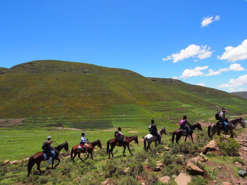 朝食後、また馬に乗って移動を続けます。