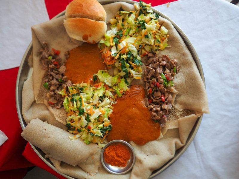 魅惑のエチオピア料理。インジェラとシロワット
