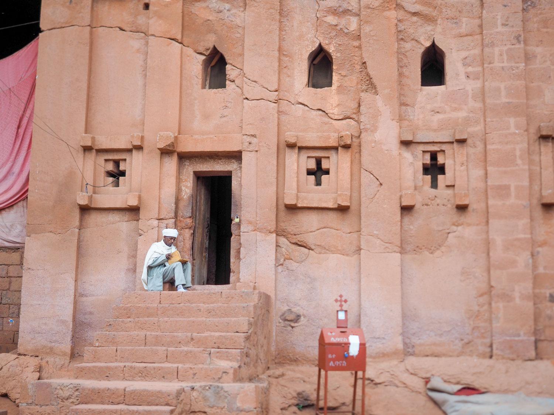 聖エマニュエル教会 (Bet Amanuel)と修道士