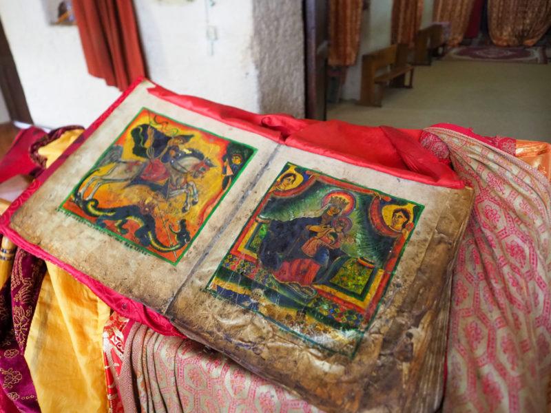 旧・聖マリア教会の羊皮紙の書物。600年ころのものとされています。