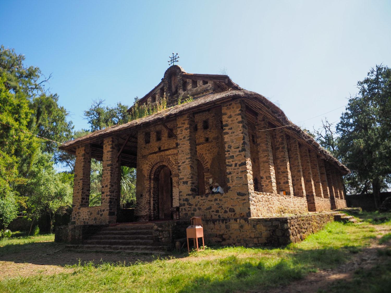 """17世紀に建設された「デブレ・ブラハン・セラシエ教会」""""光の山""""という意味があります。"""
