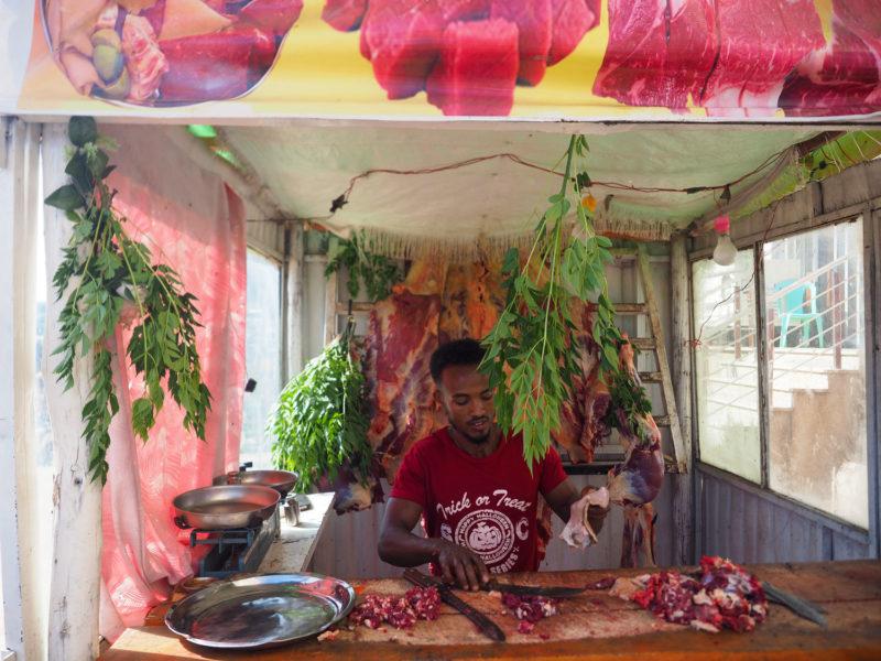 こちらもエチオピア名物。生肉のたたき。「クトゥフォ」ご注意を!