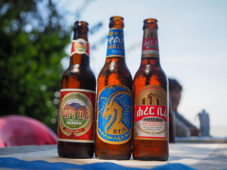 エチオピアはビール天国。10種類以上もの銘柄があります。私のお勧めは右端のハラール・ビール