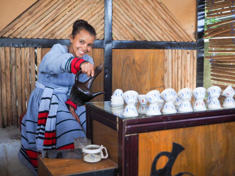旅の楽しみのひとつが、何度となく立ち寄るお茶屋さん。