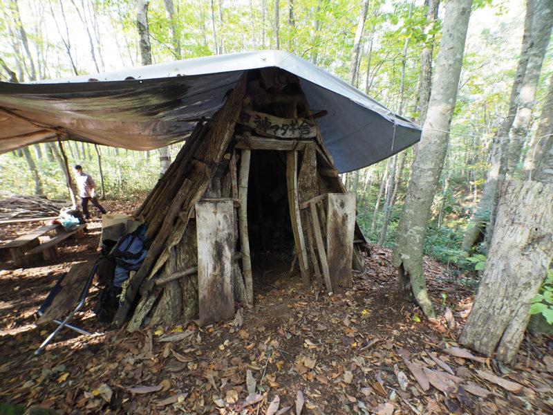 森歩きのベースとなった、伝統的なマタギ小屋
