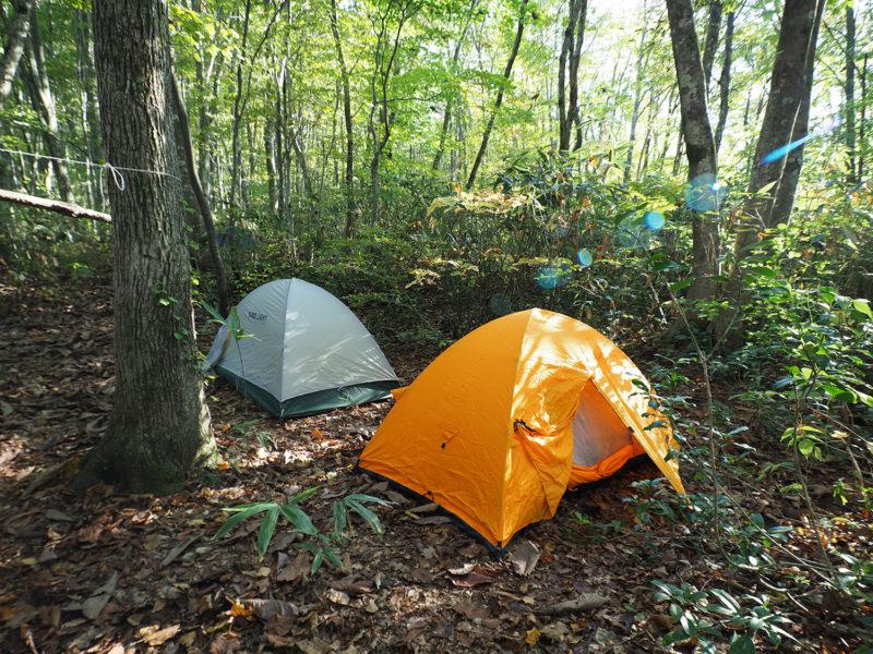小屋は小さいので、ご参加の皆さんはテントに宿泊