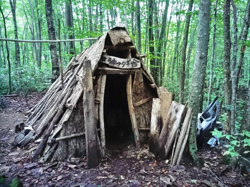 伝統文化を記録する意味も含めて30年前に建てられたマタギ小屋