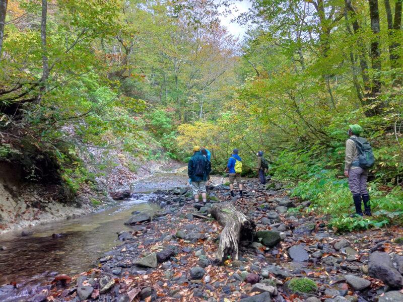 2日目は滑(ナメ)と呼ばれる一枚岩の川底が連続する湯ノ沢川を遡上